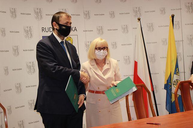 Śląskie. Umowę podpisała prezydent Rudy Śląskiej Grażyna Dziedzic i prezes Tomasz Bednarek z Wojewódzkiego Funduszu Ochrony Środowiska i Gospodarki Wodnej w Katowicach.