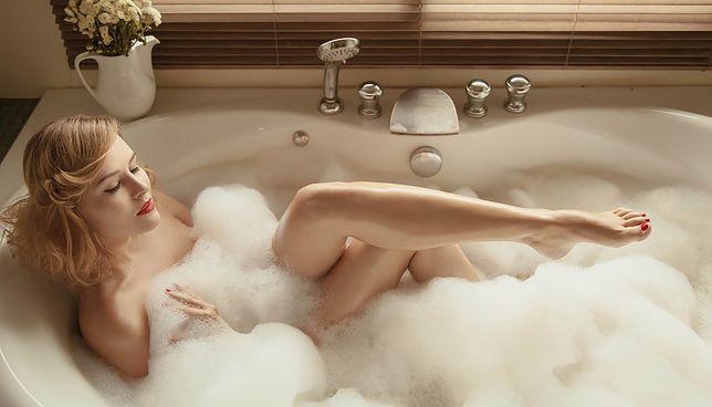 Relaksacyjna kąpiel to idealny pomysł na spędzenie walentynek. Przydadzą się dodatki