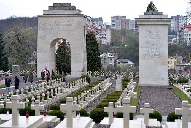 Lwów: eksplozja na terenie Cmentarza Orląt.  Ktoś rzucił granat