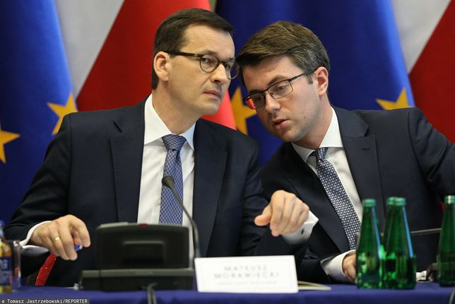 Premier Mateusz Morawiecki oraz rzecznik rządu Piotr Mueller (zdj. arch.)