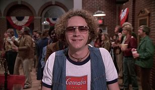 """Danny Masterson w serialu """"Różowe lata 70."""""""