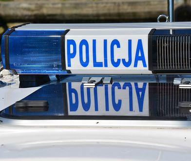 Warszawa. Pościg policyjny w Ursusie. Pijany kierowca zabarykadował się w aucie