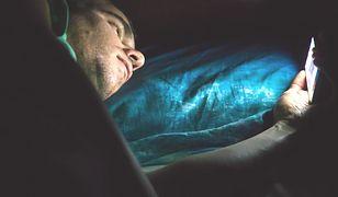 Miłosny trójkąt: ona, on i smartfon. Jeden dzień z życia phubbera