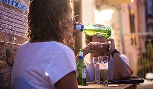 Po piwie dla mamy, taty i dla synka. Rodzice nie mają oporów przed dawaniem dzieciom alkoholu