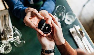 Na zaręczyny tylko brylant… Ile powinien kosztować idealny pierścionek zaręczynowy?