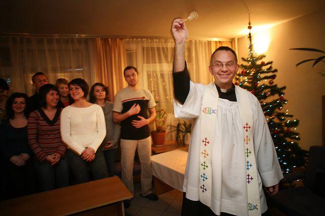 Poradnik dla wiernych podbija sieć. Parafia radzi jak przyjąć księdza po kolędzie