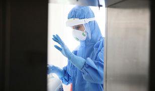 Koronawirus w Polsce. Zakażony lekarz oddziału położniczego. 300 próbek do badań