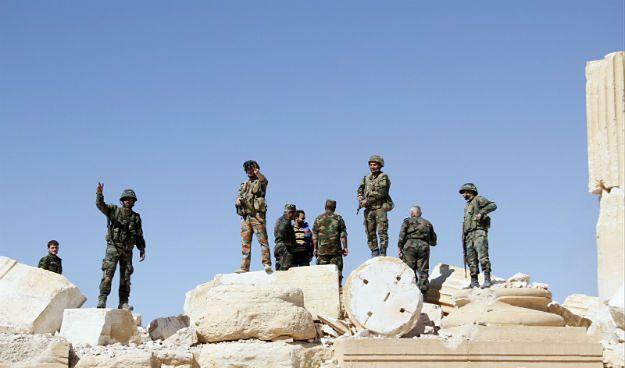 Grób ze szczątkami ponad 40 ofiar IS znaleziono w Palmirze