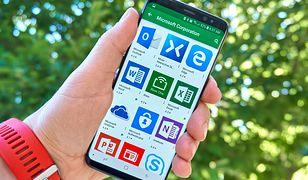 Microsoft 365 to w sumie aż 7 aplikacji (Word, Excel, PowerPoint, OneNote, Teams, Skype, OneDrive) oraz dodatki takie jak aplikacja Family Safety, służąca do m.in. zapewnienia bezpieczeństwa dzieci w internecie, czy rozszerzenie Redaktor.