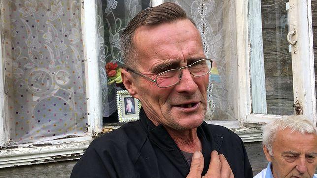 Mieszkaniec Siemiatycz opowiada o stosunku do Niemców, miłości do Polski i dumnie prezentuje flagę na swoim podwórku. - Wziąłem przykład od Amerykanów - przyznaje.