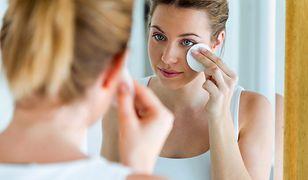 Prawidłowy demakijaż twarzy i oczu to warunek utrzymania zdrowej skóry