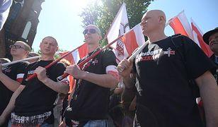 Narodowcy maszerują ulicami Warszawy
