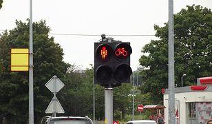 Warszawa. Ignorowanie czerwonego światła przez posłów PiS zdenerwowało innego parlamentarzystę. Postanowił interweniować w Komendzie Stołecznej Policji i dowiedzieć się, dlaczego prawo nie dotyczy wszystkich