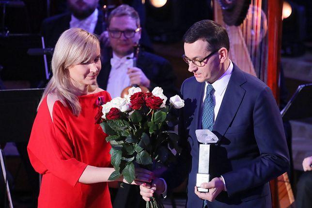 Premier Mateusz Morawiecki odbiera wyróżnienie w umieniu śp. Kornela Morawieckiego.
