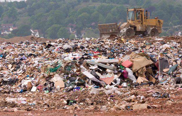 Ponad 30 pracowników wysypiska śmieci zatruło się. Trafili do szpitala