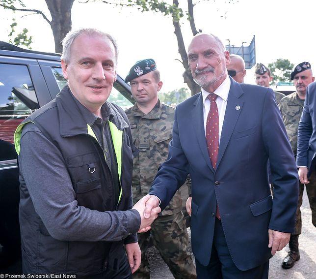 """Wojewoda nie chciał wzywać wojska """"do zamiatania liści"""". Dostał 15 tys. nagród"""