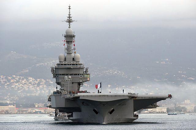 Lotniskowiec Charles de Gaulle wypłynął z portu