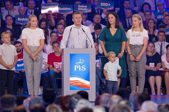 Rodzina Piskorzów z Otwocka podczas konwencji PiS chwaliła programy społeczne rządu.