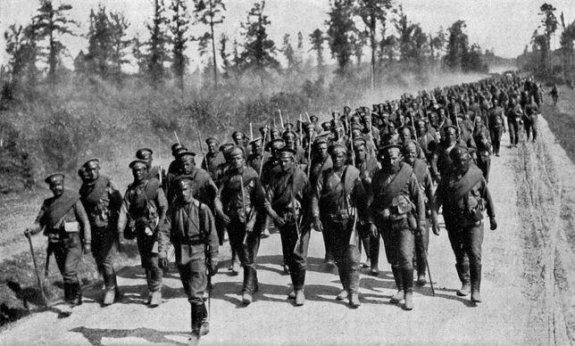Żołnierze rosyjscy zmierzający na front