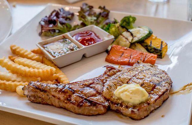 Dieta niskotłuszczowa odchudza skuteczniej niż niskowęglowodanowa