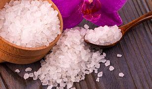 Sól gorzka - 10 zastosowań soli Epsom