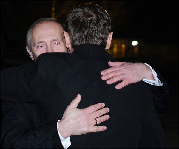 Władimir Putin i Donald Tusk 10 kwietnia 2010 roku w Smoleńsku