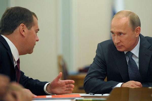 Premier Rosji Dmitrij Miedwiediew i prezydent Władimir Putin