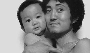 Ojciec i syn robili sobie wspólne zdjęcie przez 28 lat. Aż do teraz. Co się stało?