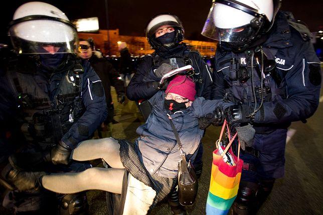 """Strajk kobiet. Zatrzymanie """"Babci Kasi"""""""