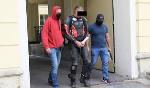 """Akcja służb pod Warszawą. Groźny gangster """"Snajper"""" zatrzymany"""