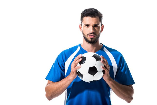 Strój piłkarski – jak dobrać i na co zwrócić uwagę?