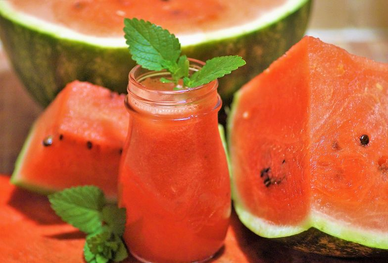 Przepis na domową lemoniadę z arbuza. Dodaj jeden tajemniczy składnik