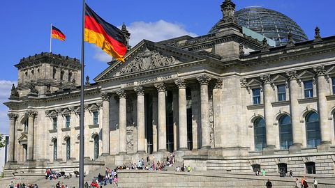 """Niemiecki rząd blokuje na Steamie dostęp do gier """"szkodliwych dla młodzieży"""""""