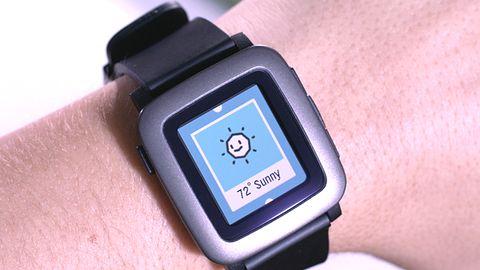 Następca smart-zegarka Pebble wyszczuplał, ale nie wyładniał