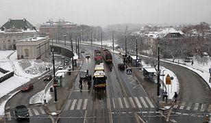 Pogoda w Warszawie w poniedziałek 15 lutego. Zachmurzenie i lekkie opady śniegu