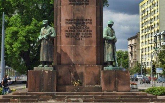 Pomnik Czterech Śpiących przeniesiony na Ochotę?