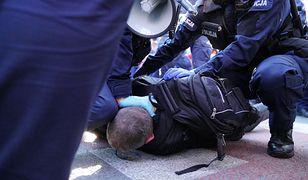 Protest przedsiębiorców w Warszawie. Paweł Tanajno zatrzymany, przepychanki z policją