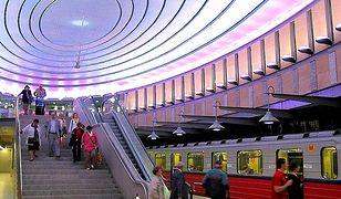 Stacja metra: Plac Komuny Paryskiej