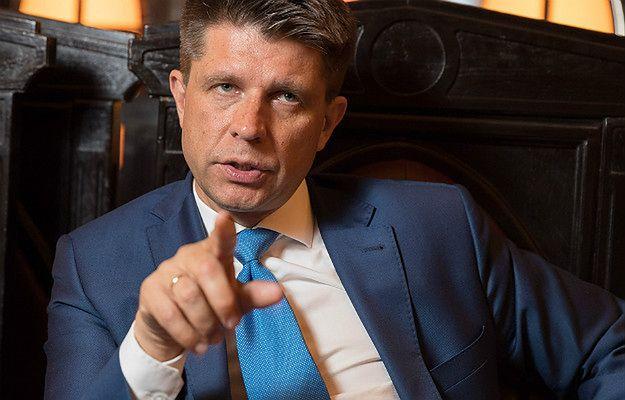 Petru o Zenderowskim: Przelewy nie muszą oznaczać wsparcia. Mam tyle hejtu, że muszę go ignorować.