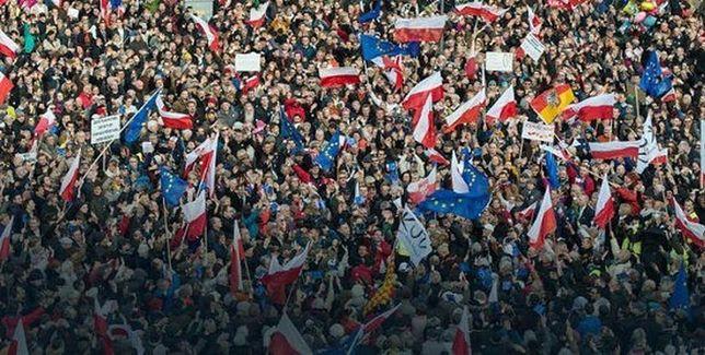 """Kolejna demonstracja KOD. Tym razem pod hasłem: """"My, Naród!"""""""