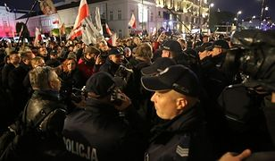 """""""Gazeta Wyborcza"""": stołeczni policjanci pracują po godzinach jako ochrona Kaczyńskiego. Za darmo"""