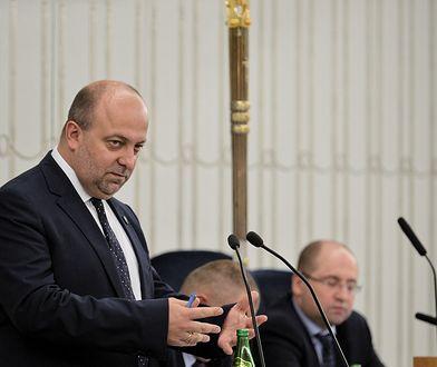 Wiceminister sprawiedliwości Łukasz Piebiak w Senacie