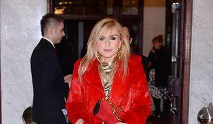Dziennikarka naprawdę lubi swoje czerwone futro