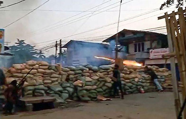 """Mjanma. """"Strzelali do wszystkiego, co się rusza"""". Nie żyje ponad 80 osób"""