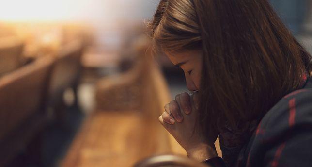 17-latka miała romans z księdzem