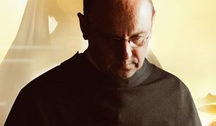 """Adam Woronowicz w roli Maksymiliana Kolbe, w filmie """"Dwie Korony"""""""