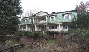"""Pałac """"Dziada"""" popada w ruinę. Tak wygląda willa gangstera"""