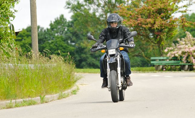 Przejażdżka motocyklem w okresie epidemii może zostać uznana za zbędną rozrywkę