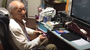 """Ukończył ponad 300 gier. Ma 86 lat i """"planuje grać tak długo, jak to możliwe"""" - """"Nie jestem profesjonalnym graczem, ale wielkim fanem"""", przyznaje Yang Binglin"""