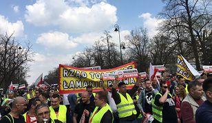 Taksówkarze protestują pod Kancelarią Premiera